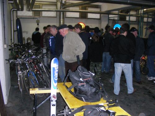 bf8635a2084 Celje: Policija prodaja telefone, ure in kolesa le za nekaj evrov ...